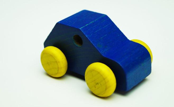 Auto - zabawka jako metafora - konieczność ponownego zdawania egzaminu na prawo jazdy