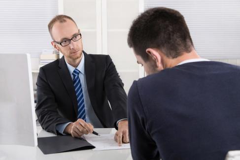 Odstąpienie od umowy, pracownik na spotkaniu z szefem