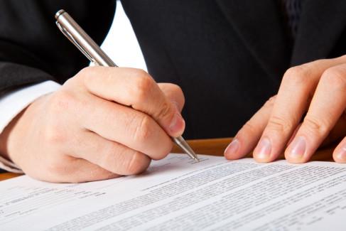 Podpisywanie umowy jako metafora umowy o dzieło