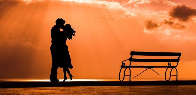 dark-silhouette-of-a-romantic-couple
